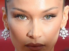Celebrity Beauty: How the brow lift went mainstream Makeup Inspo, Beauty Makeup, Botox Brow Lift, Aesthetic Dermatology, Isabella Hadid, Fox Eyes, Attractive Eyes, Lip Injections, Festival Makeup