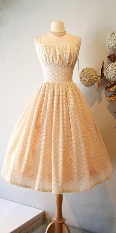 50 ans de style robe de mariée de broderie anglaise coton / / Original Xtabay oeillet Ivoire dentelle thé longueur robe de mariée