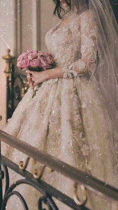 Bridal Mehndi Dresses, Wedding Dress Necklines, Necklines For Dresses, Bridal Wedding Dresses, White Wedding Dresses, Wedding Pics, Wedding Couple Poses Photography, Girl Photography Poses, Asian Wedding Dress Pakistani