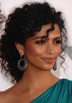 Camila Alves With Curly Hairstyle Camila Alves con acconciatura riccia – – Curly Bridal Hair, Curly Hair Updo, Curly Hair Tips, Short Curly Hair, Special Occasion Hairstyles, Fancy Hairstyles, Curled Hairstyles, Wedding Hairstyles, Woman Hairstyles