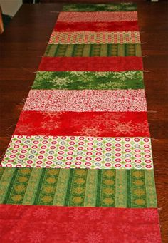 Christmas Table Runner - I might have go at something like this for the festive season...