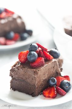 These Frozen Chocolate Truffle Brownie Bars are the perfect summer treat for…