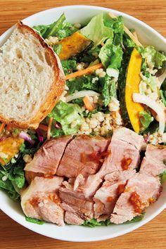 Feed the Man Meat 男のサラダ問題、ついに解決!──肉目線で選ぶ「ガッツリサラダ」 メインコースとしてのサラダに必要なのはボリュームとタンパク質! 肉も美味しいサラダ3選。 低温ローストポークの玄米サラダ ¥1,180 ローストポークのジューシーな旨みが秀逸  WithGreen ウィズグリーン 神楽坂店 東京都新宿区神楽坂3-2 桐信エステートビル 2F Tel.03-5579-2905 営11:00〜22:00(日〜20:00) 無休  http://gqjapan.jp/life/food-restaurant/20160930/feed-the-man-meat