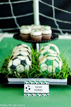 If Spence ever wants a soccer themed birthday party, this is the place to get all my ideas, super cute!! :)
