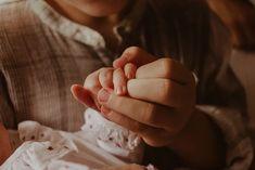 Ensaio Newborn Lifestyle em Curitiba | Recém-nascido em casa  Fotografia de família por Adrieli Cancelier About Family, Family Photography, Home