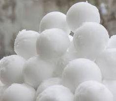 sneeuwballen gooien, maar, eerst een voorraad maken !