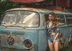 Photo junk rod abandoned basted car and girl cool girl vw wagon volkswagen rat rod Vw Bus T2, Volkswagen Minibus, Vw T1, Vw Camper, Trucks And Girls, Car Girls, Combi Vw T2, Vw Wagon, T6 California