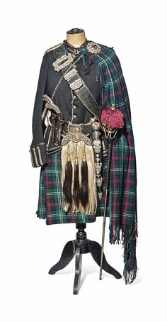 Victorian Levee Dress with sword, dirk, and pistols (dirk is on the wrong side) Scottish Dress, Scottish Clothing, Scottish Kilts, Scottish Fashion, Scottish Clans, Scottish Tartans, Scotland Kilt, Glasgow Scotland, Men In Kilts