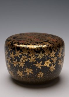 Hiranatsume Spring and Autumn Tea Caddy with Decoration of Cherry Blossoms and Maple Leaves - 1920-1930 - Taishô to Shôwa period, early 20th century