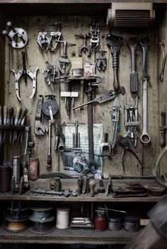 Just A Car Guy: nice garage wall of tools Mechanic Shop, Mechanic Garage, Mechanic Tools, Motorcycle Shop, Motorcycle Garage, Estilo Cafe Racer, Garage Atelier, Old Garage, Garage Walls