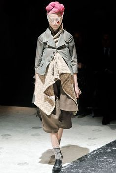 Comme des Garçons Fall 2009 Ready-to-Wear Fashion Show - Maria Pia Bongoll (ELITE)