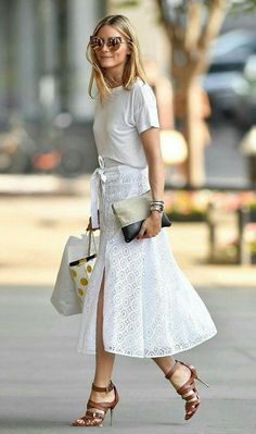 Olivia Palermo wearing white skirt and t shirt with heels, summer chic outfit Olivia Palermo Outfit, Estilo Olivia Palermo, Look Olivia Palermo, Olivia Palermo Lookbook, Preppy Mode, Preppy Style, Plaid Fashion, Fashion Outfits, Fashion Weeks