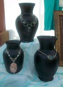 Vases as necklace/jewelry display-great diy-low cost! Vases as necklace/jewelry display-great diy-low cost! Jewelry Booth, Jewelry Show, Diy Jewelry, Jewelry Making, Jewelry Holder, Jewelry Stand, Girls Jewelry, Resin Jewelry, Jewelry Trends