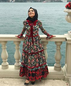 New Dress Modest Casual Lace Ideas Islamic Fashion, Muslim Fashion, Modest Fashion, Fashion Dresses, Dubai Fashion, Abaya Fashion, Fashion Fashion, Runway Fashion, Fashion Trends