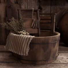 Rustic vintage wooden washbasin shades of brown earth tones Primitive Country Crafts, Country Decor, Rustic Decor, Primitive Decor, Rustic Room, Prim Decor, Amish Country, Rustic Cottage, Country French