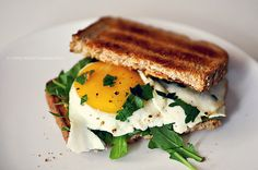 gettingtomygoalweightby2012: Perfect breakfast, Toasted egg sandwich. Yummy! want this right now