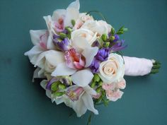 buchete de cununie mici - Căutare Google Bridal Bouquets, Bridal Shoes, Wedding Details, Floral Wreath, Wreaths, Weddings, Rose, Google, Plants