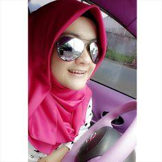 Eva Diarti Dinar with Wearing Fanta da Pink Velvet by Herazwan