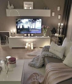 41 Amazing little apartment living room - Wohnzimmer-Ideen - Living Room Decor Cozy, Home Living Room, Living Room Designs, Living Room Candles, Small Apartment Living, Small Apartments, Small Spaces, Apartment Couch, Apartment Goals