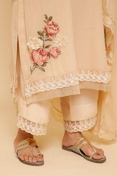 Stylish Dress Designs, Designs For Dresses, Stylish Dresses, Embroidery Suits Design, Embroidery Fashion, Embroidery Designs, Pakistani Dresses Casual, Pakistani Dress Design, Kurti Designs Party Wear