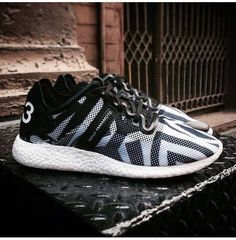 Adidas Y3 Yohji sneakers. Trés Cool.