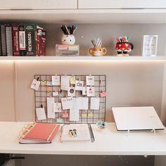 Home Design Decor, Home Room Design, Study Room Decor, Bedroom Decor, Study Table Designs, Cute Desk, Aesthetic Rooms, Home Office Decor, Home Decor
