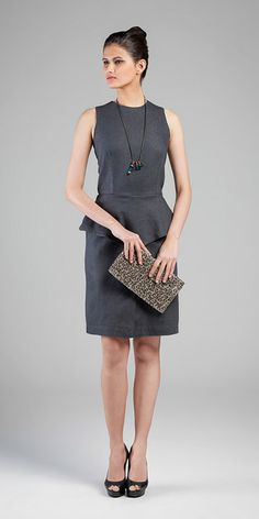 Vestido - Indigo Narni Dark Grey 7,4 oz  #jeanschique #elegancia #lookdeinverno #musthave #totaljeans #peplum #jeansgrey