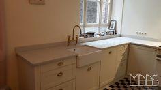 ... Das beste Beispiel liefert uns diese kleine Küche im Landhausstil in Köln.  http://www.maasgmbh.com/aktuelle-koeln-london-grey-caesarstone-arbeitsplatten-london-grey