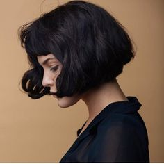 In our gallery you will find the images of 25 Chic Short Haircuts with Bangs that may inspire you. Short Haircuts With Bangs, Short Hair Cuts, Short Hair Styles, Haircut Medium, Haircut Short, Hair Inspo, Hair Inspiration, Writing Inspiration, Corte Y Color