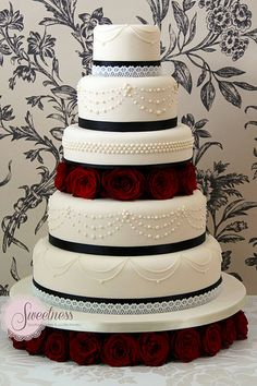 Gothic Glamour Wedding Cake. www.sweetnessonline.co.uk