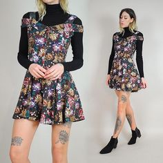 Pretty obsessed with this floral romper with cut out shoulders just added to our shop courtesy of @dustyrosevintage
