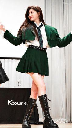 Teen Fashion Outfits, Kpop Outfits, Pop Fashion, Girl Outfits, Ulzzang Fashion, Ulzzang Girl, Korean Fashion, Kpop Girl Groups, Kpop Girls