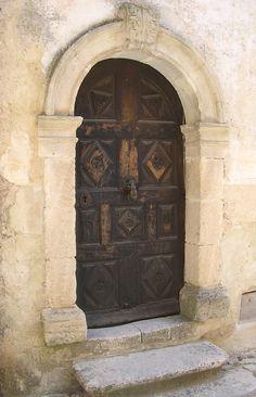 Old door at entry Antique Doors, Old Doors, Windows And Doors, Front Doors, Spanish Colonial, Spanish Style, Moustiers Sainte Marie, Doors Galore, Valensole