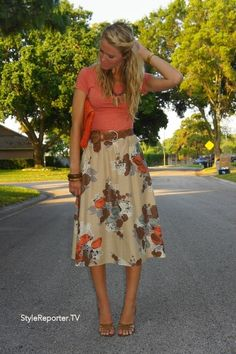 Not a big fan of florals, but this outfit, including the skirt is amazing!