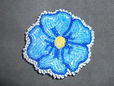 My first beaded barrette. Native American Patterns, Native American Beadwork, Native American Art, Flower Patterns, Beading Patterns, Hair Beads, Beading Projects, Hair Ornaments, Native Art