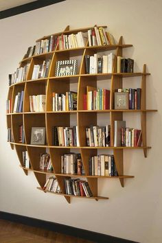 Coole und kreative Bücherregale Cool and Creative Bookshelves The bookshelf has overcome its basic shape and identity as a simple storage device and is now a unique product of design, . home decoration para casa Creative Bookshelves, Bookshelf Ideas, Book Shelves, Bookshelf Inspiration, Wall Shelves, Ladder Bookcase, Storage Shelves, Book Storage, Bookshelf Wall