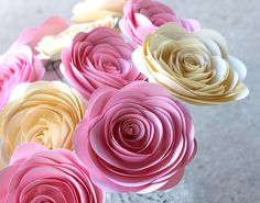 He encontrado este interesante anuncio de Etsy en https://www.etsy.com/es/listing/168405461/pink-cream-paper-flowers-12-jumbo-4