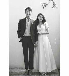 Foto Wedding, Wedding Pics, Wedding Couples, Wedding Gowns, Pre Wedding Poses, Pre Wedding Photoshoot, Marriage Poses, Korean Wedding Photography, Wedding Photo Inspiration