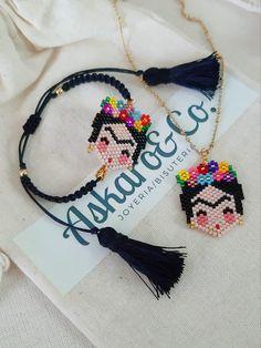 Diy Bracelets Easy, Handmade Bracelets, Beaded Bracelets, Beaded Jewelry Patterns, Hair Beads, Brick Stitch, Loom Beading, Jewelry Making Beads, Jewellery Display