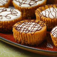 Pumpkin Cheesecake Tarts feature a crushed gingersnap base with a delicious cream cheese and spice filling. These can be topped with sour cream and semi-sweet morsels and will make a big impression on your buffet table. Cheesecake Tarts, Pumpkin Cheesecake, Yummy Treats, Sweet Treats, Yummy Food, Yummy Snacks, Cupcakes, Cupcake Cakes, Fall Desserts