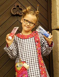 Cap de coudre un tablier de peinture Simple Dresses, Frocks, Costume, Sewing Projects, Sewing Patterns, Cold Shoulder Dress, Dressing, Kids, Fashion