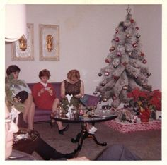 Vintage Christmas. Love the chimney 'stage'.
