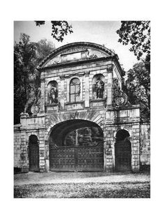 Old Temple Bar in its Rural Environment in Hertfordshire in Wonderful London - Edited by St John Adcock. Published 1922 by The Fleetway House, London, EC. Vintage London, Old London, London City, London History, Local History, Temple Bar, Old Photos, Vintage Photos, London Photos