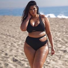 Elle passe du 34 au 44 et devient ambassadrice du body positive Thick Girls Outfits, Curvy Girl Outfits, Curvy Women Fashion, Tumbrl Girls, Curvy Girl Lingerie, Modelos Plus Size, Femmes Les Plus Sexy, Chubby Girl, Plus Size Model