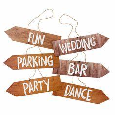 6er Set Hochzeits Schilder für eure Hochzeit. Dekoriert eure Hochzeits Location mit diesen tollen Schilder. Helft euren Gästen, den richtigen Weg zu finden.So wissen Alle genau, wie sie Tanzfläche oder eure Zeremonie usw finden können. Dekoration kann so einfach sein. Die Schilder im Holz Vintage Look schaffen es, euren Gästen nicht nur den Weg zu zeigen, sondern schmückt eure Hochzeits Location im angesagten Vintage Holz Look. Ein Must Have für jede Hochzeit euch dieses Jahr liegt ihr...