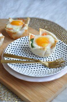 Ontbijtquiches met zalm en spinazie voor Pasen – Liefde voor bakken Omelet, Quiches, High Tea, Brie, Eggs, Lunch, Breakfast, Food, Omelette