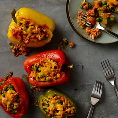 Impress your guests with this slow cooker stuffed peppers recipe from RAGÚ® - prepared in just 15 minutes. Slow Cooker Recipes, Crockpot Recipes, Pasta Recipes, Buffalo Recipe, Slow Cooker Stuffed Peppers, Ragu Recipe, Sausage And Peppers, Fun Cooking, Slow Cooking