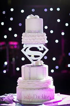 Batman Wedding Archives - Batman Wedding - Ideas of Batman Wedding - If it was Batman or Green Lantern. Batman Wedding Ideas of Batman Wedding If it was Batman or Green Lantern. Superman Wedding Cake, Superhero Wedding Cake, Batman Wedding, Superhero Cake, Marvel Wedding, Floral Wedding Cakes, Cool Wedding Cakes, Wedding Cake Toppers, Next Wedding