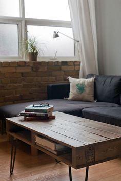 Table basse élégante fabriquée à partir de palette en bois http://www.homelisty.com/table-basse-palette/