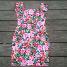 Floral mini dress Floral mini dress, all kinds of flowers. Perfect for spring, summer, you name it! Size medium. EUC. Dresses Mini